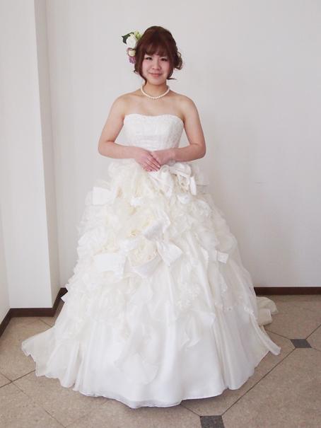 リボンたくさんもこもこウェディングドレス!